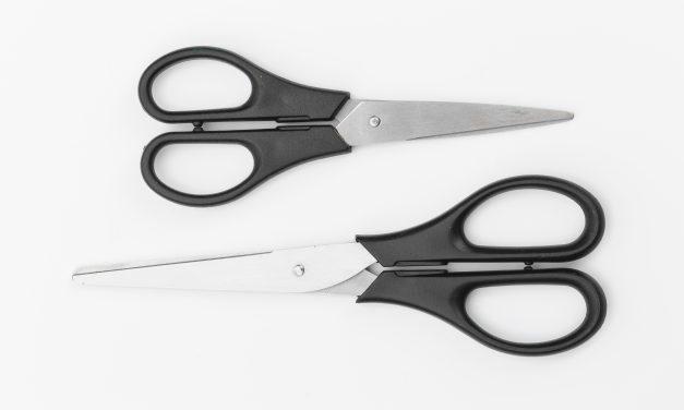 Lukijavinkki: Hyödynnä purkkien pohjalle jääneet tuotteet leikkaamalla purkit kahtia